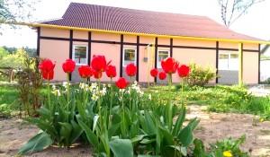 Новый небольшой современный двухквартирный дом в Минске.
