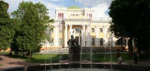 Гомель, как и большинство городов во всем мире, располагает целым рядом уникальных достопримечательных мест