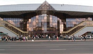 Минск — красивейший и дружелюбный город. В этой статье мы, попытаемся рассказать вам об основных его достопримечательностях, которые непременно стоит увидеть, приехав в Минск.